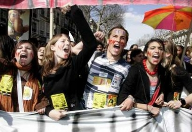Photo: Students shout slogans as they take part in a nationwide protest demanding the French government scrap the First Job Contract (CPE) youth jobs law during a march in Paris April 4, 2006. French transport workers and teachers staged new strikes on Tuesday and students across the country gathered for street protests they hope will kill off the disputed CPE, a youth hire-and-fire law. REUTERS/Benoit Tessier