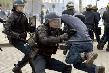 Photo: Riot police clash with a student during a demonstration against the First Job Contract (CPE) in Rennes April 4, 2006. French transport workers and teachers staged new strikes on Tuesday and students across the country gathered for street protests they hope will kill off the disputed CPE, a youth hire-and-fire law. ATTENTION EDITORS: French law requires that faces of law enforcement officials are masked in publications within France. REUTERS/Daniel Joubert