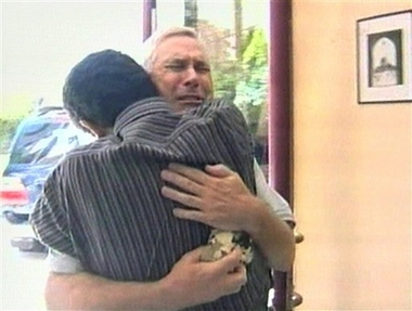 Kidnapped Fox News Journalists Centanni and Wiig Freed Photo This video image shows Fox News correspondent Steve Centanni, 60, of the U.S., after he was released from captivity in the Gaza Strip, Sunday, Aug. 27 2006. Two Fox News journalists, Centanni and Olaf Wiig, 36, were released Sunday nearly two weeks after being seized by militants, ending the longest-running drama involving foreign hostages in the Gaza Strip. (AP Photo/ APTN) TV OUT