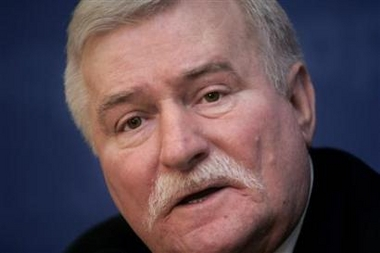 Lech Walesa to Get Heart Transplant Photo Former Polish President and Solidarity hero Lech Walesa in Warsaw, December 8, 2006. Walesa said on Wednesday he would undergo a heart transplant. (Katarina Stoltz/Reuters)