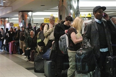 American Airlines Cancels 1,000 Flights.  Again. Airline passengers wait on line at the American Airlines Terminal at LaGuardia Airport on Wednesday, April 9, 2008. American Airlines canceled 850 flights Wednesday, more than one-third of its schedule, as it spent a second straight day inspecting the wiring on some of its jets. (AP Photo/Frances Roberts)