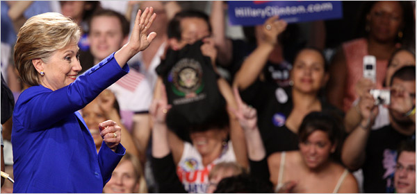 Hillary Clinton Waves Bye-Bye Photo