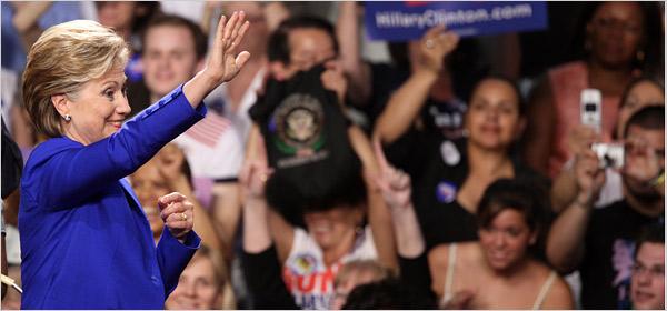 Hillary Clinton Waves Bye-Bye Photo