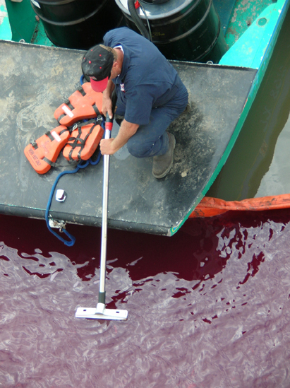NOAA Responder Contains Oil Spill in Gulf Coast