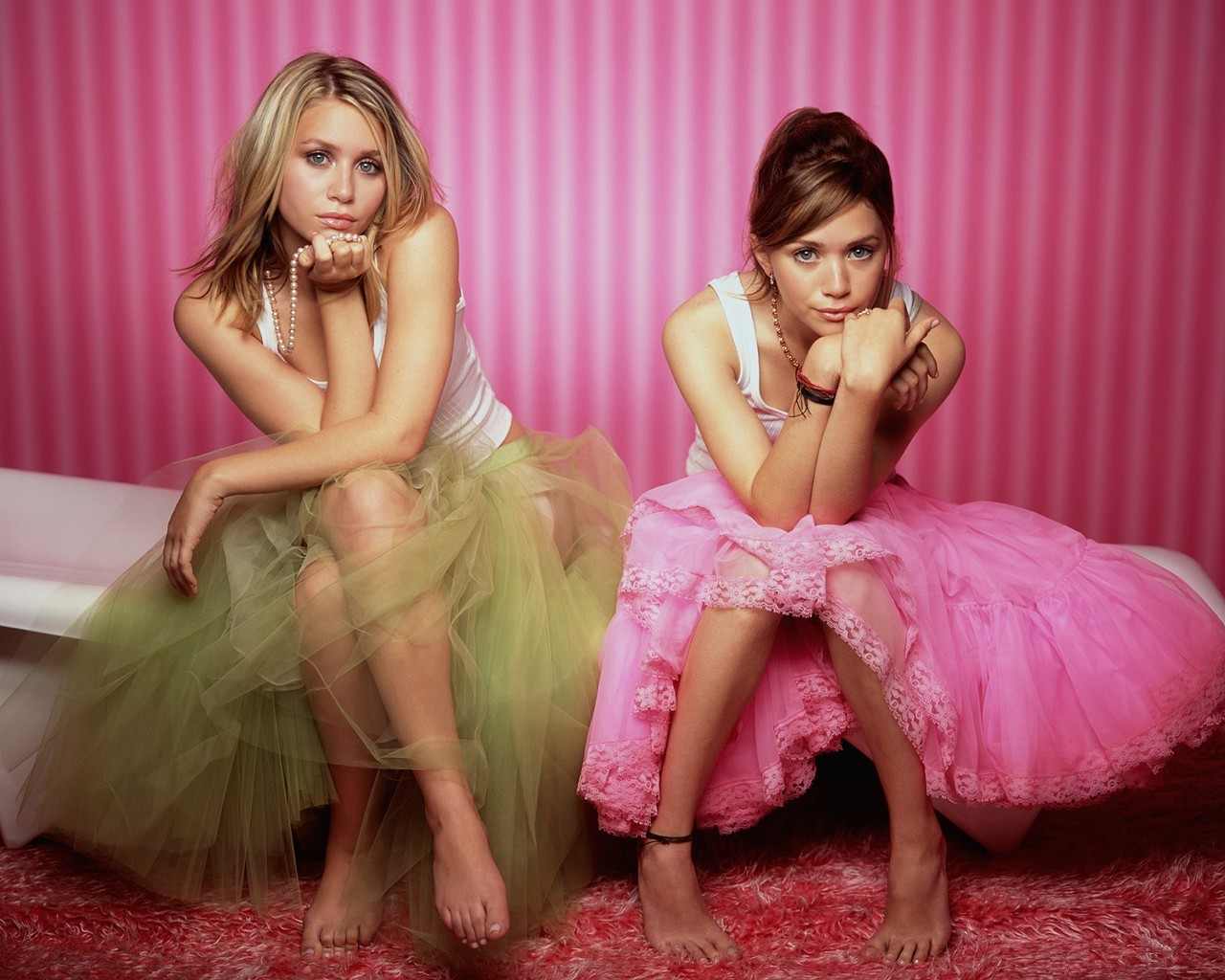 Mary-Kate and Ashley Olsen are not nude in this photo. Sorry, guys.