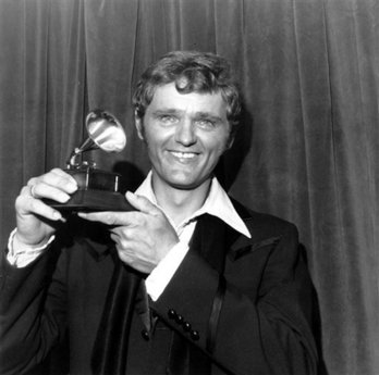 In this March 14, 1972 file photo country singer Jerry Reed holds his award at the 44th Annual Grammy Award presentation and dinner in New York City. Reed, best known for appearing in the \'Smokey and the Bandit\' movies, has died. He was 71. His longtime booking agent says Reed died of complications from emphysema. (AP Photo/File)