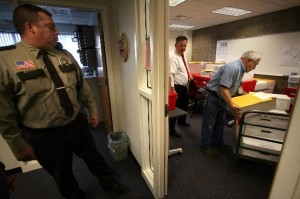 Wright County Sheriff's Deputy Ron Smith looked on as Wright County treasurer Bob Hiivala and maintance engineer Allen Buskey pack up the last of the ballots to be recounted in Wright County. (Jim Gehrz, Star Tribune)