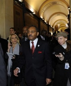 Illinois U.S. Senate Appointee Roland Burris arrives on Capitol Hill in Washington, Tuesday, Jan. 6, 2009. (AP Photo/Susan Walsh)