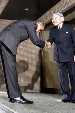 obama-bow-japanese-emperor