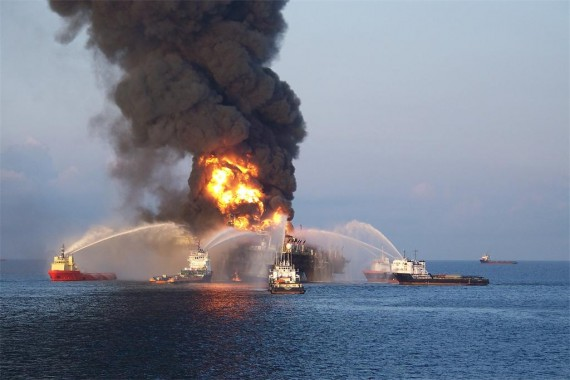 Oil-Rig-Explosion-in-Gulf-of-Mexico-101-570x380