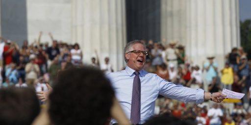 Glenn Beck, Sarah Palin Draw Large Crowd To Lincoln Memorial