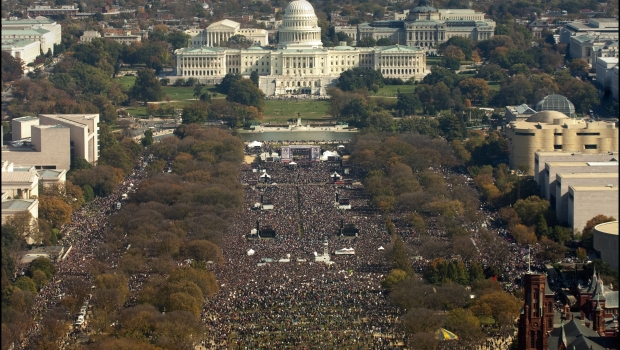stewart-colbert-rally-crowd
