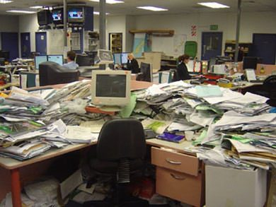 herald-messy-desk
