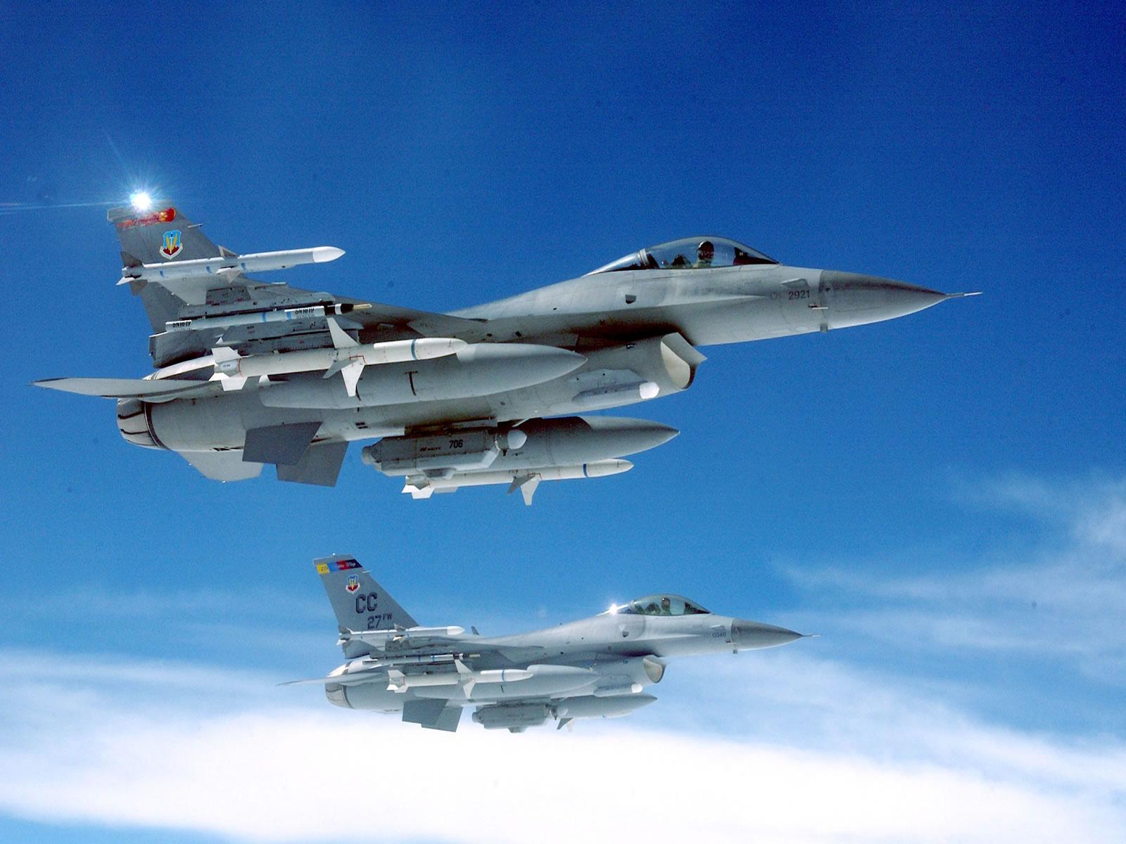 F_16_Falcon_1