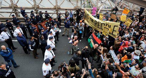 Wall Street Protesters Close Brooklyn Bridge