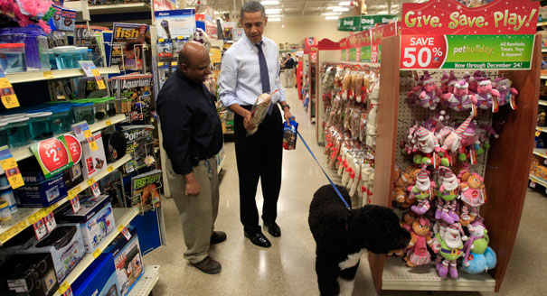 111221_obama_bo_shopping_reuters_328
