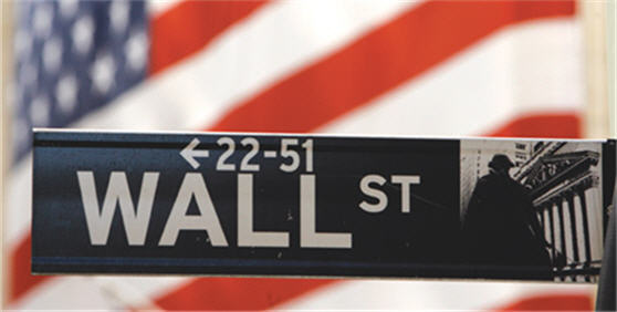 economy-wall-street-us-flag