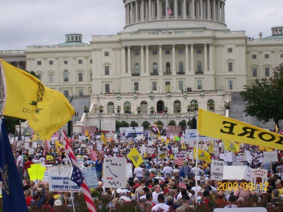 2009-09-12-washington-tea-party-rally-173-570x427