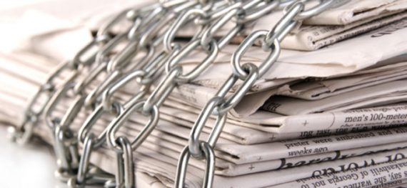 newspaper-paywall-chains