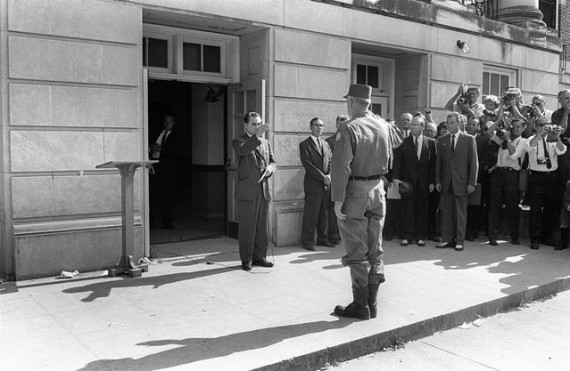 general-henry-graham-governor-george-wallace-stand-schoolhouse-door