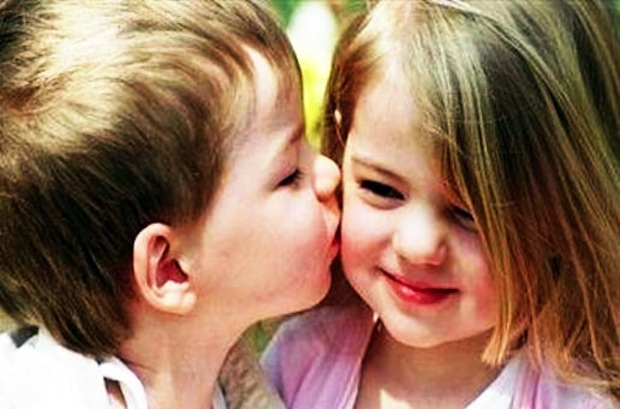 boy and girl kissing № 663786
