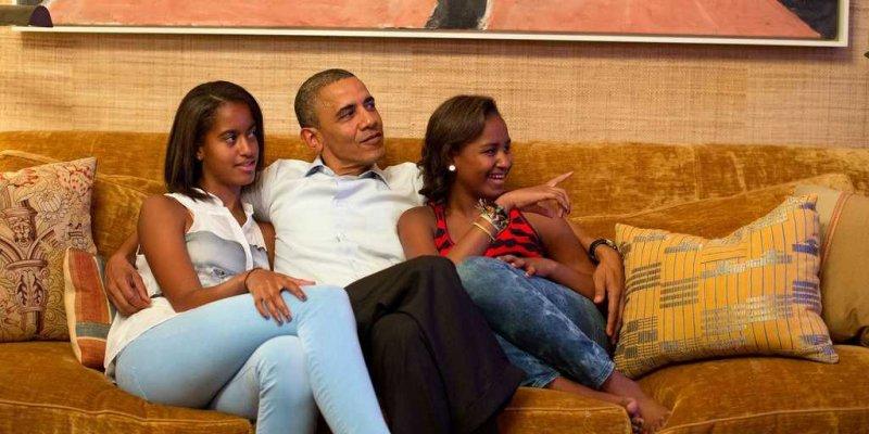 malia-sasha-and-president-obama--obama-family-1