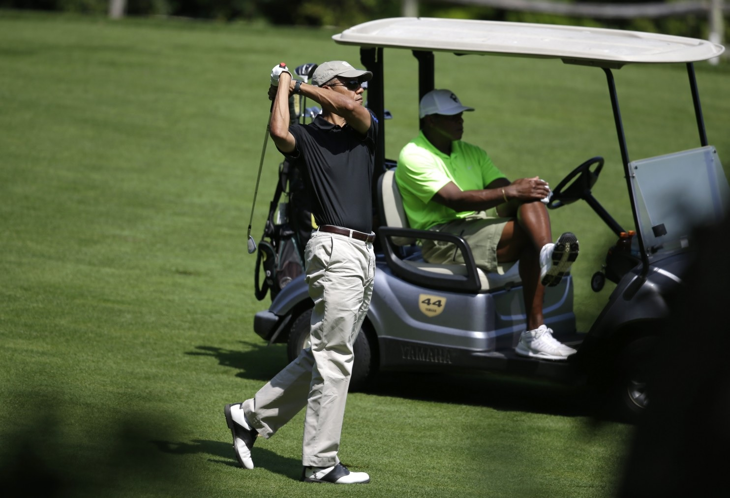 Obama Golfing Marthas Vineyard