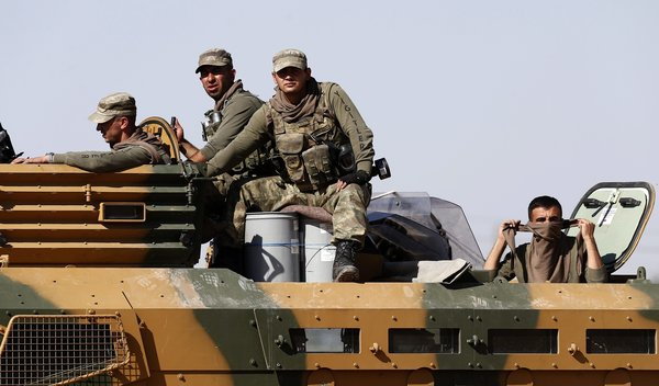 turkish-troops-guard-syrian-border