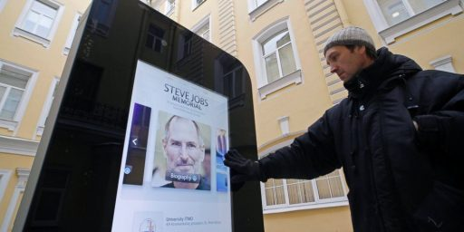 Russian University Removes Statue Honoring Steve Jobs Because Tim Cook Is Gay