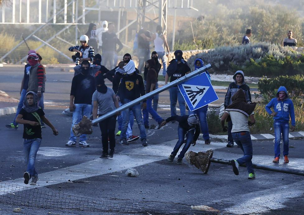 sraeli Arab youths clash with Israeli police at the entrance to the town of Kfar Kanna, in northern Israel