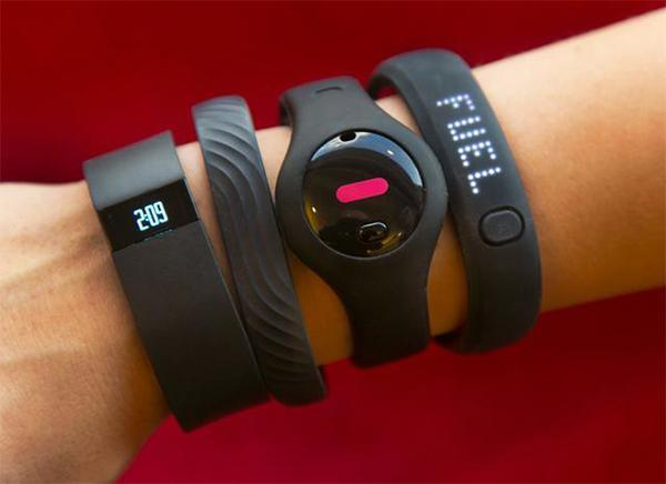 jawbone-fitbit-wrist-devices