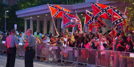 Oklahoma Protesters Greet President Obama With Confederate Flags