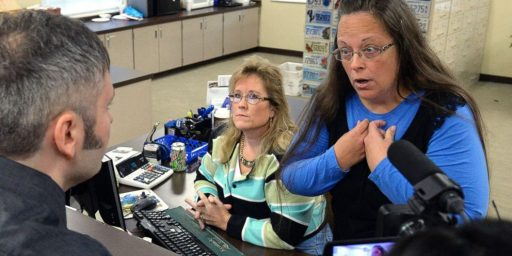 Kentucky Clerk Kim Davis May Be Interfering With Issuance Of Marriage Licenses Again